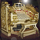 [Wurlitzer console in the Milhouse Collection, Boca Raton]